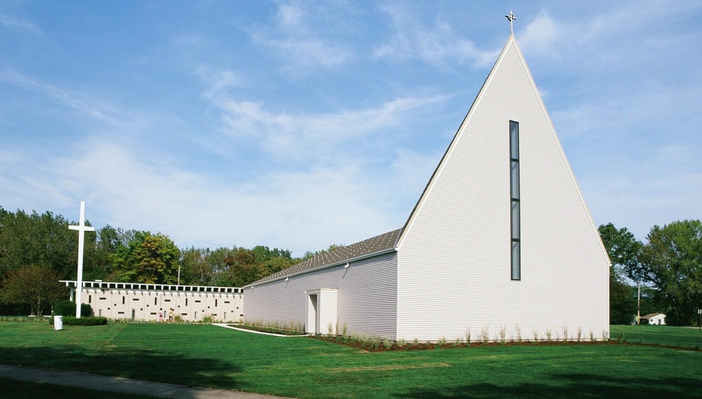 03_Exterior-Waukegan-Church
