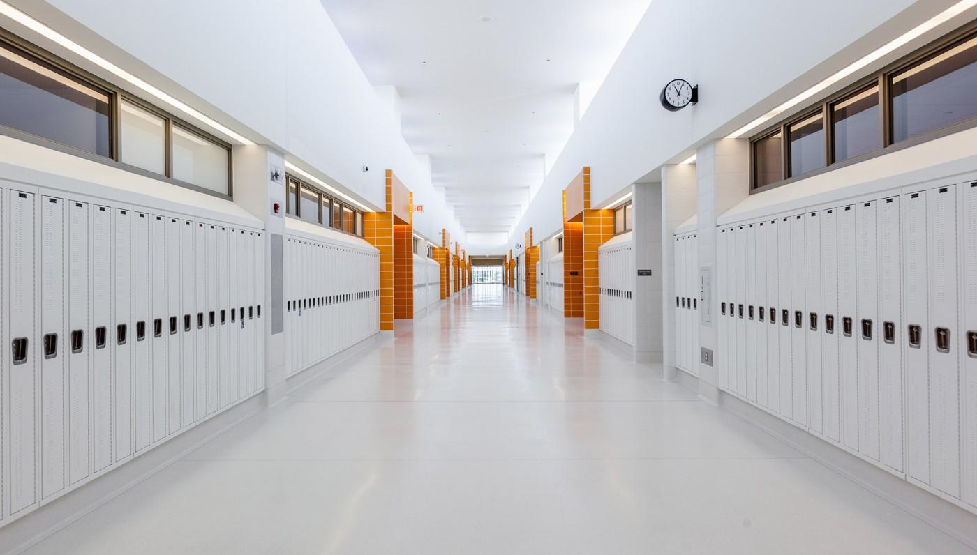 03_Orange-Corridor